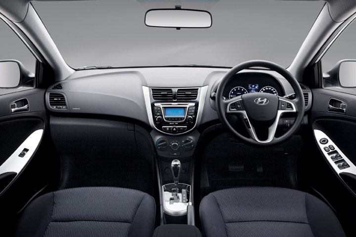 2011 Hyundai Accent interior