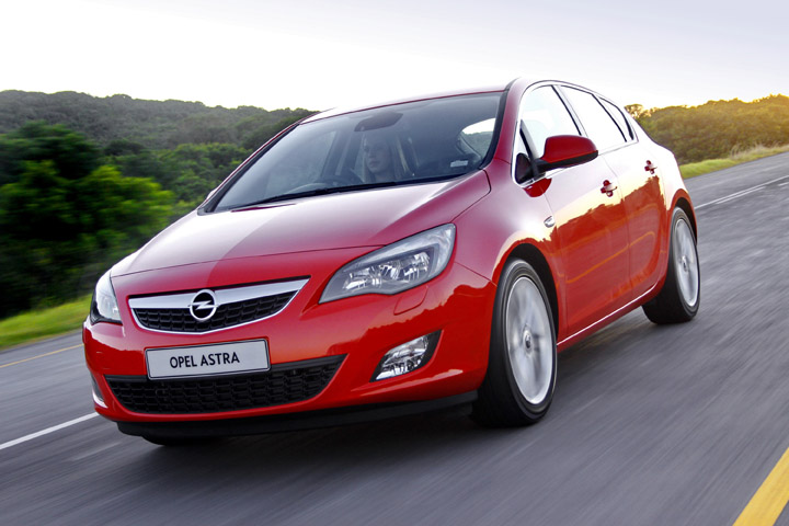 2011 Opel Astra 1.6T Sport front view