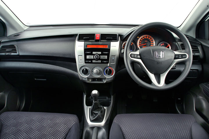 2011 Honda Ballade interior view