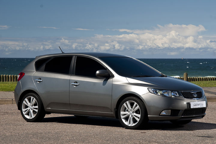 2011 Kia Cerato Hatch front view