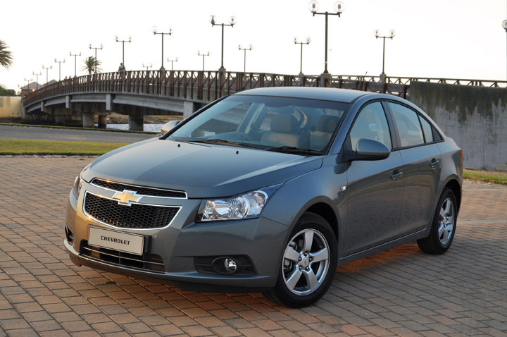 2011 Chevrolet Cruze 2.0 diesel front view
