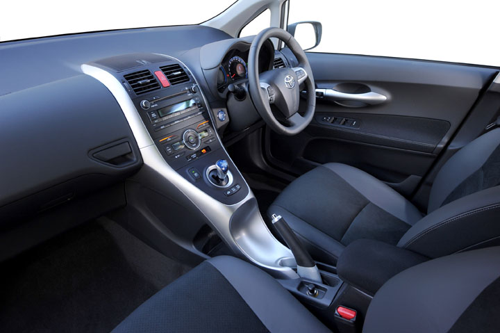 2012 Auris HSD inside