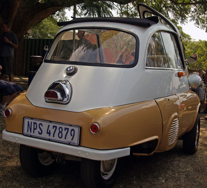 1957 BMW Isetta rear view