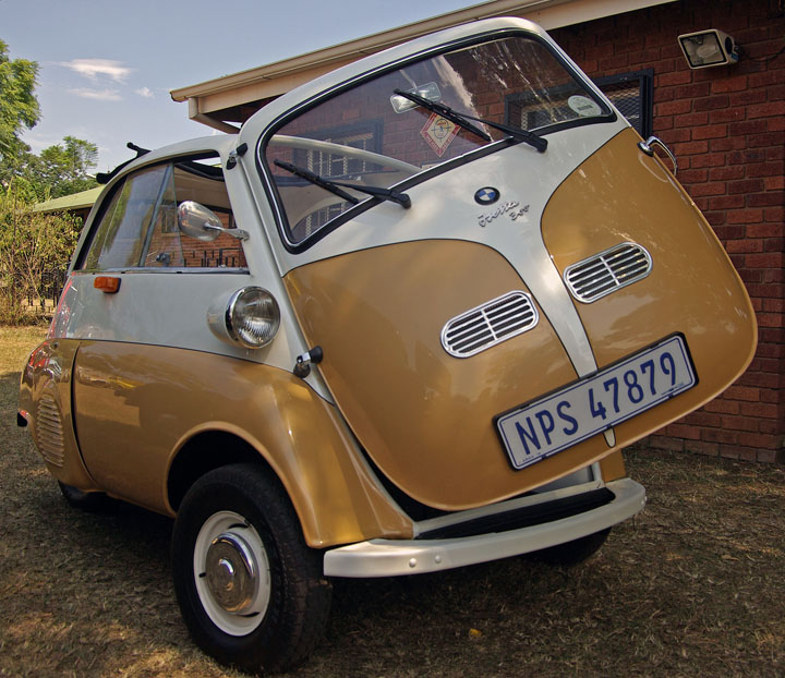 1957 BMW Isetta front view