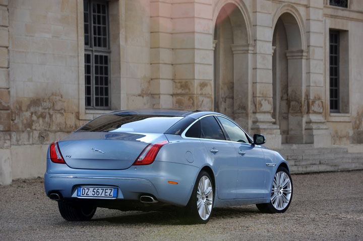2011 Jaguar XJ 5.0 V8 rear view
