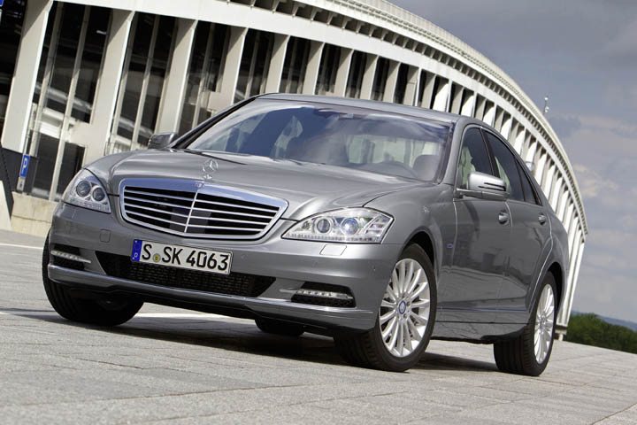 2011 Mercedes-Benz S350 BlueTEC front view