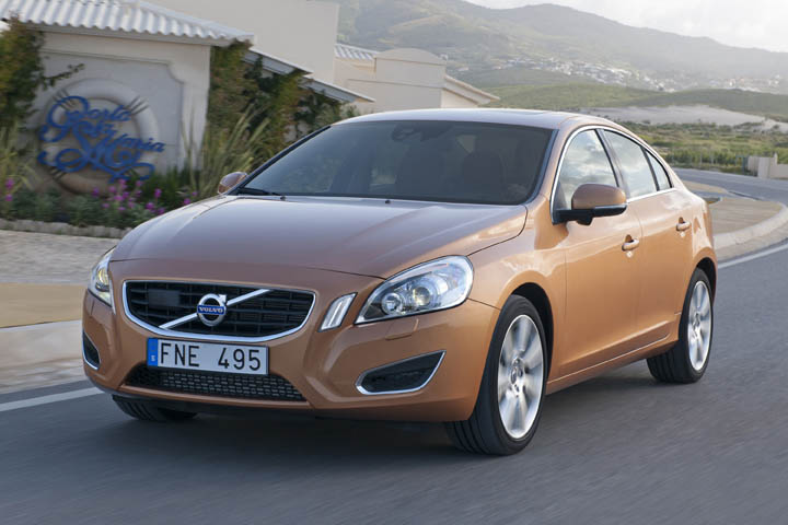 2011 Volvo S60 2.0T front view