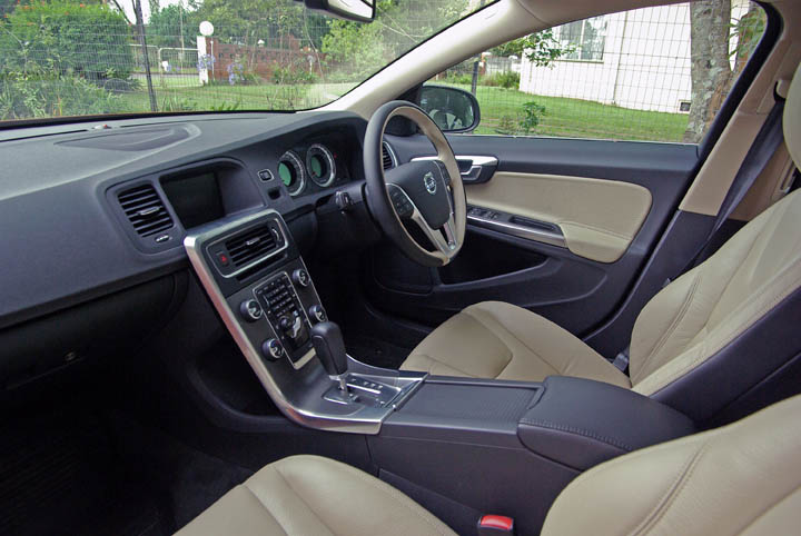 2011 Volvo S60 interior view