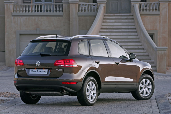 2010 VW Touareg rear view