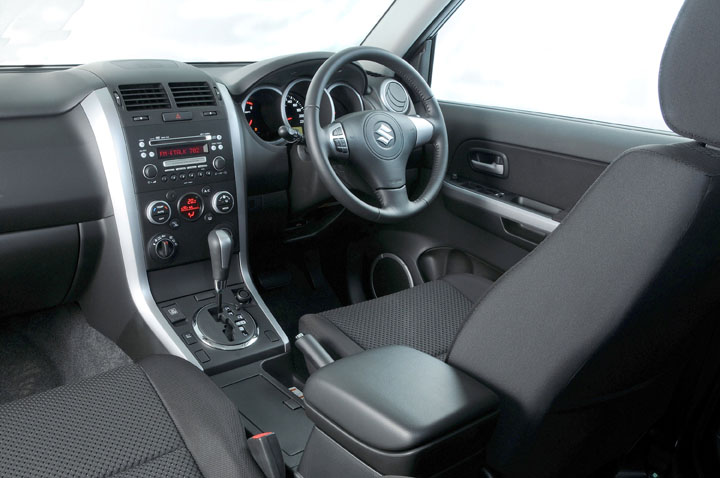 2011 Suzuki Grand Vitara 2.4 inside view